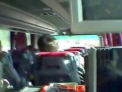 Serbiska blondin suger kuk i buss
