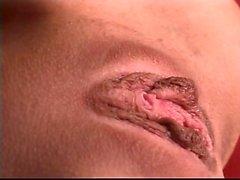 Худое телосложение шлюха с маленькими Титса разрабатывает и фаллоимитаторов свой идеальный молодой влагалище отверстие
