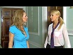 Aluna é forçada e seduzida por uma verdadeira lesbian sixty9cams
