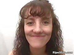 Kåt brunett brud får hennes våta fitta Part3