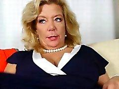 Américaine du GILF Cristine obtient cornée in new culottes