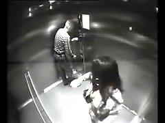 Resort Spycam gebrochen in Lift und Fänge Paar fucking