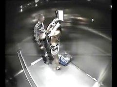 Resort spycam cassé en ascenseur et attrape paire putain