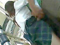 Dois estudantes groped em um ônibus