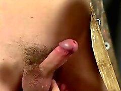 Gay sexy Mann auf Mann Bondage Skinny Sklave Cums Hard!