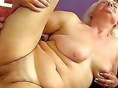 Impertinente peituda gordura avó é fodida