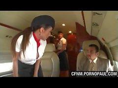 Guy fode air stewardess no avião