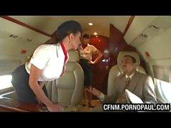 Парень трахает стюардесса о плоскости