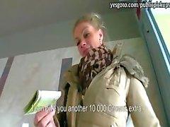 Stunning busty Tsjechische meisje betaald voor hardcore kutje neuken