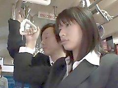A Hana de Haruna asiático se mierda perrito en autobuses