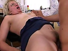 Reife Blonde Stepmom In Glasses Early Morning Ficken