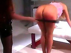 Mlle Latifa ass huée