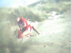 VOYEUR OP HET STRAND 23 paar neuken op het strand