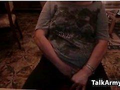 Amateur littlestudent4u blinken Titten auf Live-Webcam