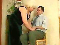 Yağlı Rusya Büyükanne Ve Her Genç Lover