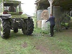 Murmelte und Vater zu sehen Ficken in den Ferien auf dem Bauernhof