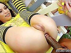 Slutty hunajalaatujen Amber Rayne sekä Likainen Garden tyttö anal jyskyttivät