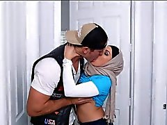 Beiden arabischen Frau Anna Vega sowie Mia Chalifa teilte Hahn