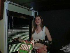 beth desnudar-se em motocicletas com seus bad ass peitos grandes