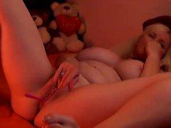 Darkhair solo masturbation on webcam