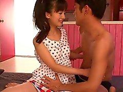 Giapponese piccola ragazze fontana mentre dita di