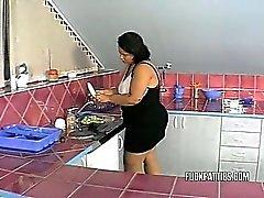 Grosses sexy sexy Newer eu ce genre de aider à la cuisine !