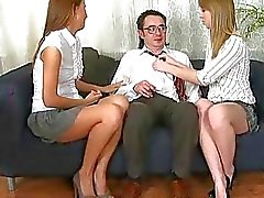 Tytön tarjoamaa hänen häpy opettajien reipas ilo