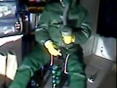 Un viejo masturbación de vid en goma verde.