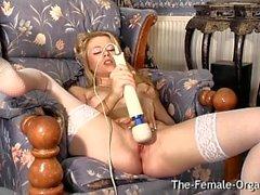 Hot Femorg Blonde en Medias Bates Wet Pussy al Orgasmo