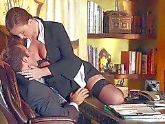 Sexy Secretary Maddys Oreilly dreht den Vorsprung an