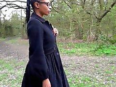Ebony babe Michelles público piscar e cuties preto masturbação ao ar livre