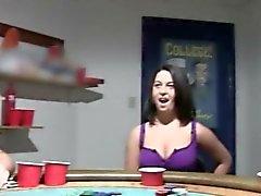 Cheerleaders joven malditos el la noche de de póquer