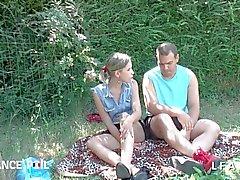 Jeunessa et Jolien vaaleita sellaisenaan tapahtuneena tosiasiana doigter FI pleine luonne