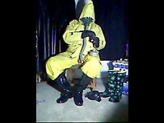 Wanking en goma amarilla.