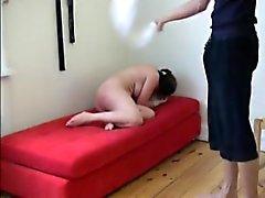 Azote Penas Crueles de los a Liza con una toalla mojada