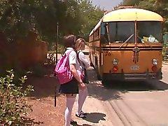 Niñas parada del autobús - a Faye Reagan
