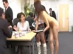 Девушкой Японская сотрудники направляются обнаженной на работе
