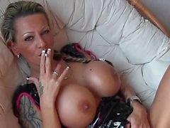Hot Tattoed Cougar Roken en Spelen