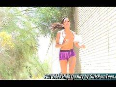Michele Teen Upskirt in öffentlichen Super Sexy Leggy Girl