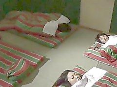 Lebians harrastaessa seksiä Japanin vankilaan