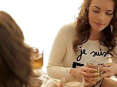 Cuando tres adolescentes calientes se reúnen para un partido té en la cama