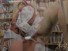 Busty kütüphanecinin Beauty aşırı parmaklı ve çuvalladı