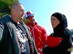 Турист из Франция ебал турецкая женщину на хиджабе