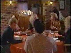 Masanın altına Garson