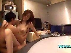 Aziatische meisje geneukt door haar Bofriend Cum aan lichaam op de bank in de Sitting Roo