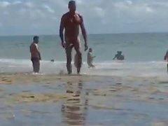 Mega dotado na Praia de nudismo