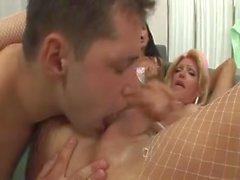 Doc Et 2 infirmières Sexy Baisez Chaque Autre