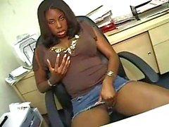 Amatör office sex med ebony tik