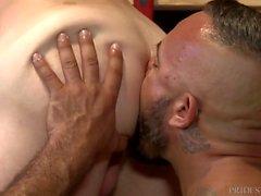 Pappa Alessio Romero får kuk i anställda Ass