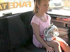 Mignon amateur blondinet fille de Czech défoncer par pilote horny